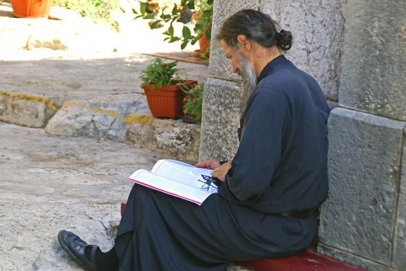 monah-in-rugaciune