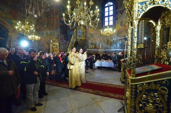 slujba-preot-biserica-sfanta-liturghie