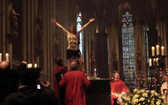 Femen protest biserica Germania