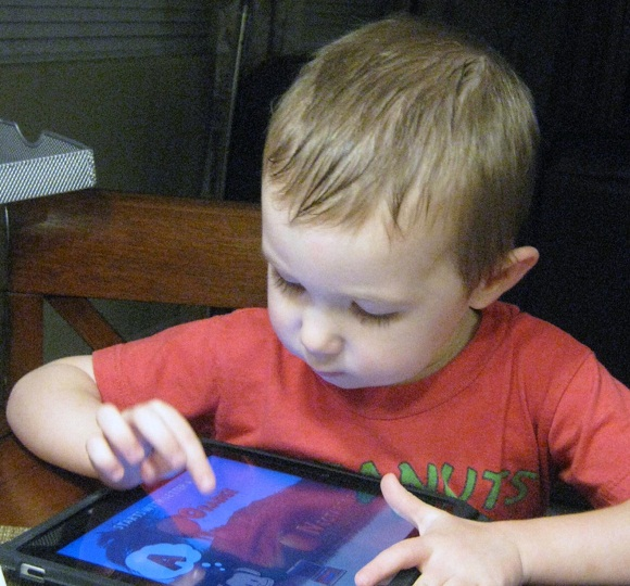 copii-expusi-la-touch-screen-nu-pot-tine-un-pix