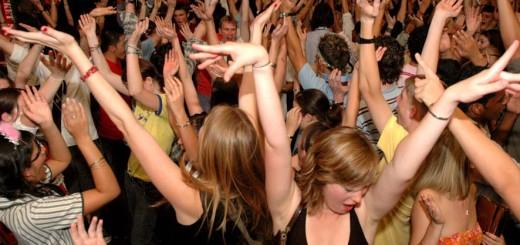 danseaza in  club
