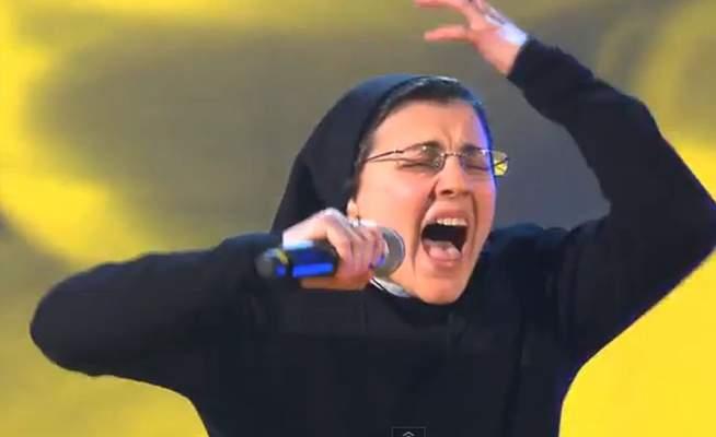 O călugăriță catolică la Vocea Italiei