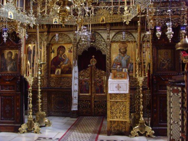 iconostasul-katholikonului-bisericii-mari-de-la-stavronikita-c3aen-dreapta-se-aflc483-icoana-fc483cc483toare-de-minuni-a-sf-ierarh-nicolae