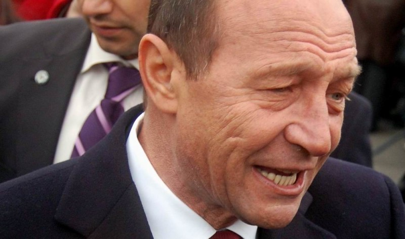 Traian-Basescu-haotic-vot-militari