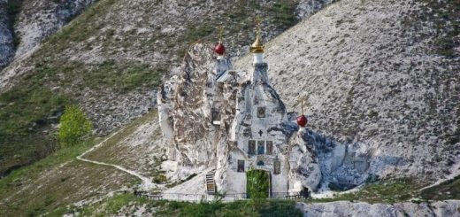 manastire-in-pestera-rusia