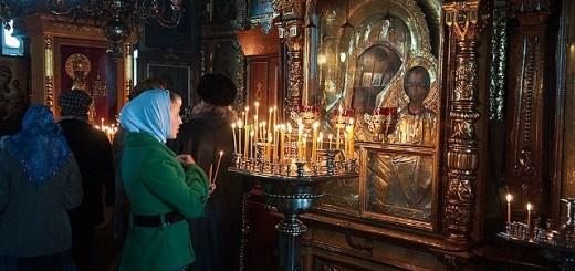 rugaciune in biserica