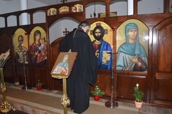 icoana-Iisus-Hristos-Mantuitorul-altar-preot-calugar-monah-biserica