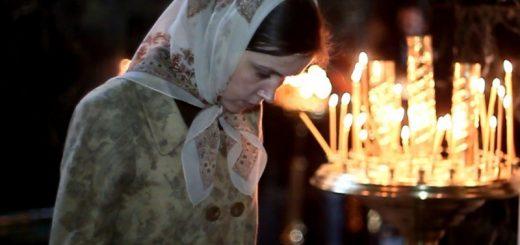 rugaciune-femeie-batic-biserica