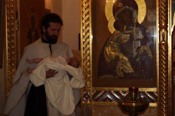 copil-preot-biserica-icoane