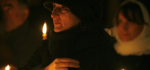 femeie-rugaciune-lumanre