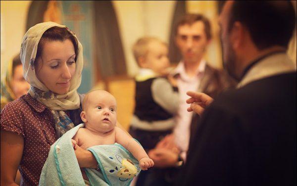 copil-botez-biserica-preot