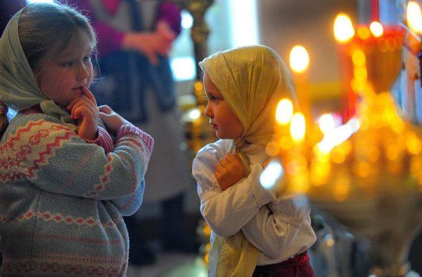 copii-fetite-biserica