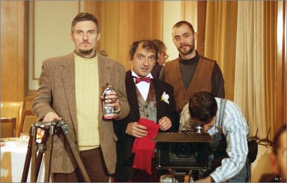 FOTO: Dragoș Pâslaru, surprins alături de actorul Mihai Gruia, la una din ultimele sale fi lmări din anii '90 FOTO: DINU LAZĂR