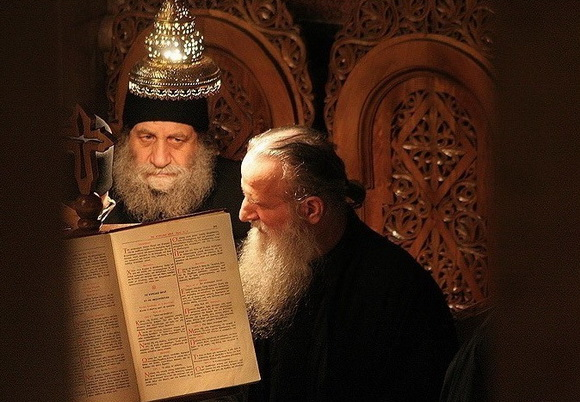 calugari-biserica-monahi
