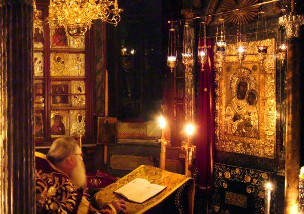 preot-biserica-icoana