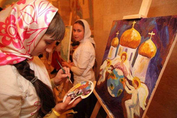 femeie-pictura-biserica-smerenie