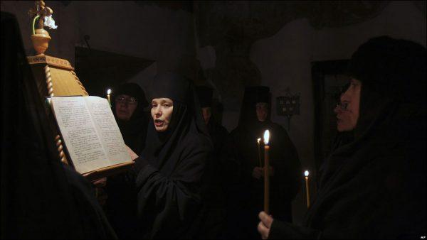 monahii-maicute-manastire