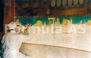 Parintele Arsenie, lucrand in anii '80 in altarul Sfintei Biserici de la Draganescu