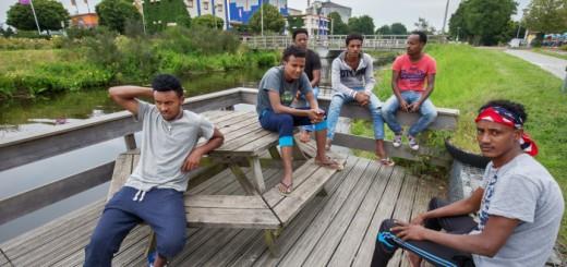 Asielzoekers zonder zwemdiploma Oranje   -   Rens Hooyenga