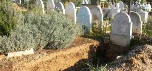 -86867106-gravestones4