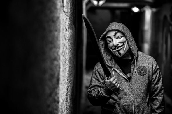 anonymous-muzhchina-maska-macheta