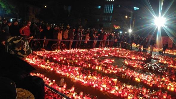 image-2015-11-4-20554935-0-manifestantii-ajuns-colectiv