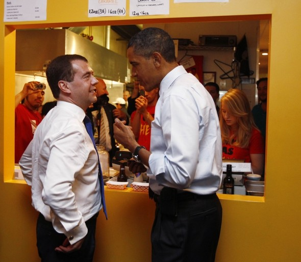 Russia's President Medvedev and U.S. President Obama discuss their lunch orders at Ray's Hell Burger in Arlington