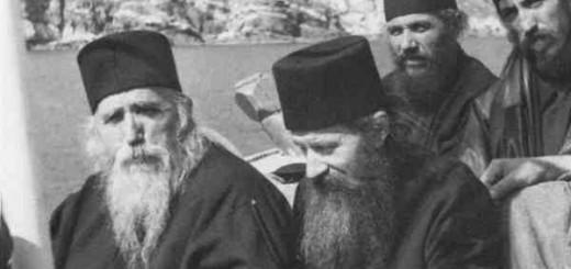 Parintele-Ilie-Cleopa-si-Parintele-Ioanchie-Balan-in-drum-spre-Athos-600x480