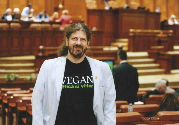 Remus-Cernea-Vegan-in-parlament