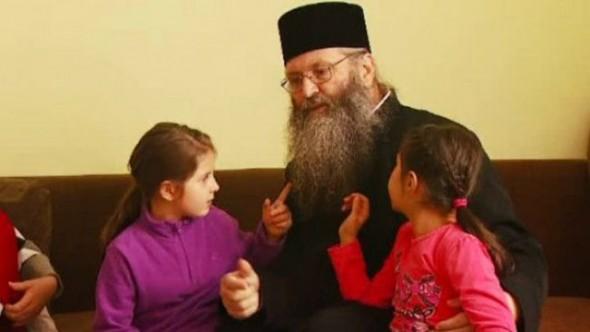 am-avut-copii-care-nu-intelegeau-conceptul-de-familie-langa-radauti-o-manastire-are-grija-de-peste-100_size7
