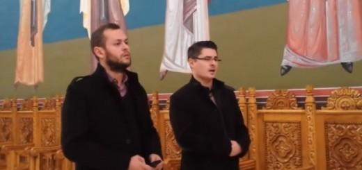 Tinerii care au colindat în Mănăstirea Dumbravă / Sursa foto: captură video FB