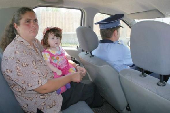 Paula Lemnariu, mama copiilor, a susţinut în permanenţă că a fost forţată de soţ să asiste la tratamentul macabru FOTO Ziarul de Iaşi