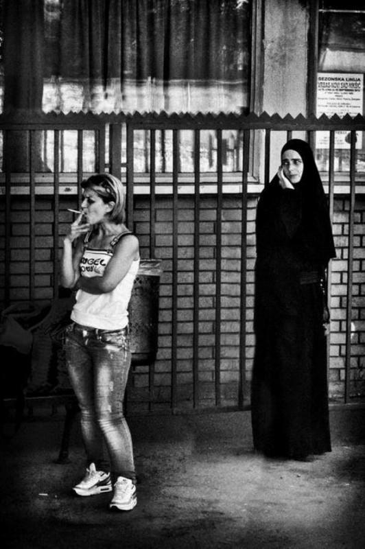 maica-femeie-tigara