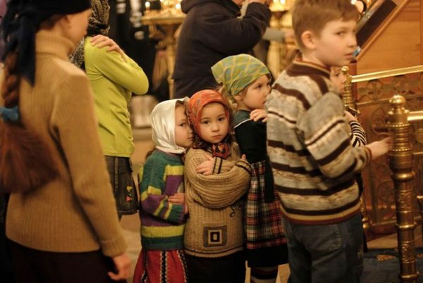 copii-biserica-baieti-fetite