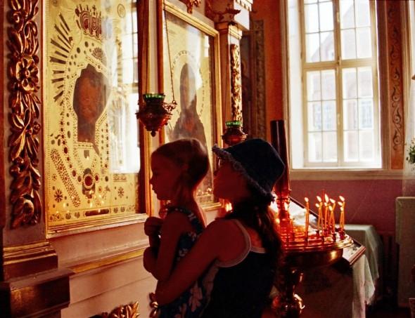 in-biserica-rugaciune