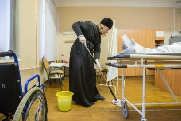 mitropolitul marc arhiepiscop de ryazan spala saloane spital curatenie 1
