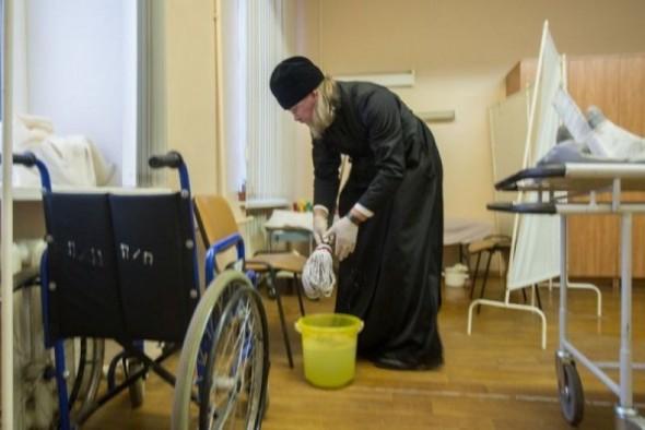 mitropolitul marc arhiepiscop de ryazan spala saloane spital curatenie 3