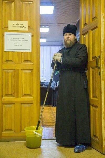 mitropolitul marc arhiepiscop de ryazan spala saloane spital curatenie 4