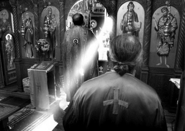 liturghie-preot-biserica