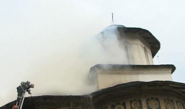 biserica-incendiu