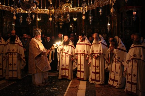 biserica-liturghie-preoti-calugari