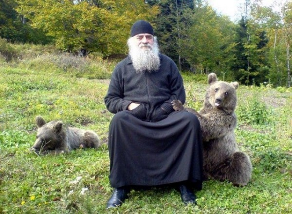 calugar-monah-ursi-animale