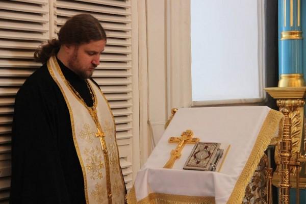 preot-calugar-biserica