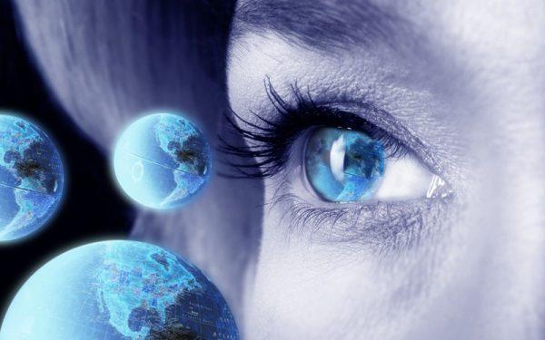 Imaginatia-ochi-pamant-femeie