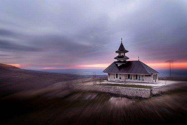 biserica-dintr-o-piatra-3