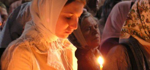 fata-femeie-lumanare-biserica