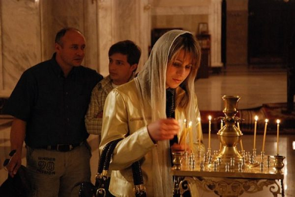 rugaciune-barbat-femeie-biserica-rugaciune