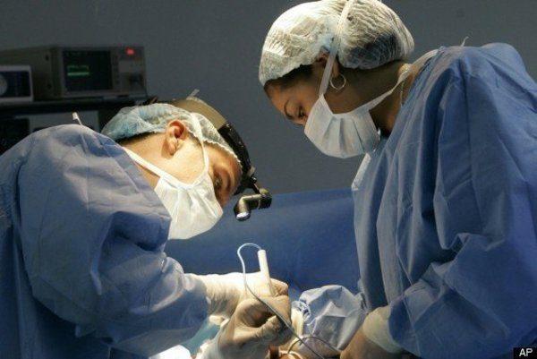 Doctori-medici-operatie-spital