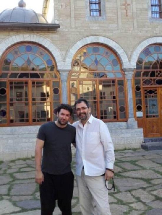 Smiley, în pelerinaj la schitul românesc Prodromu din Sfântul Munte Athos