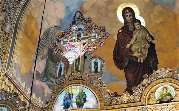 biserica-altar-Maica-Domnului